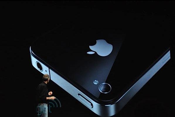 Apple представила новинку - iPhone 4